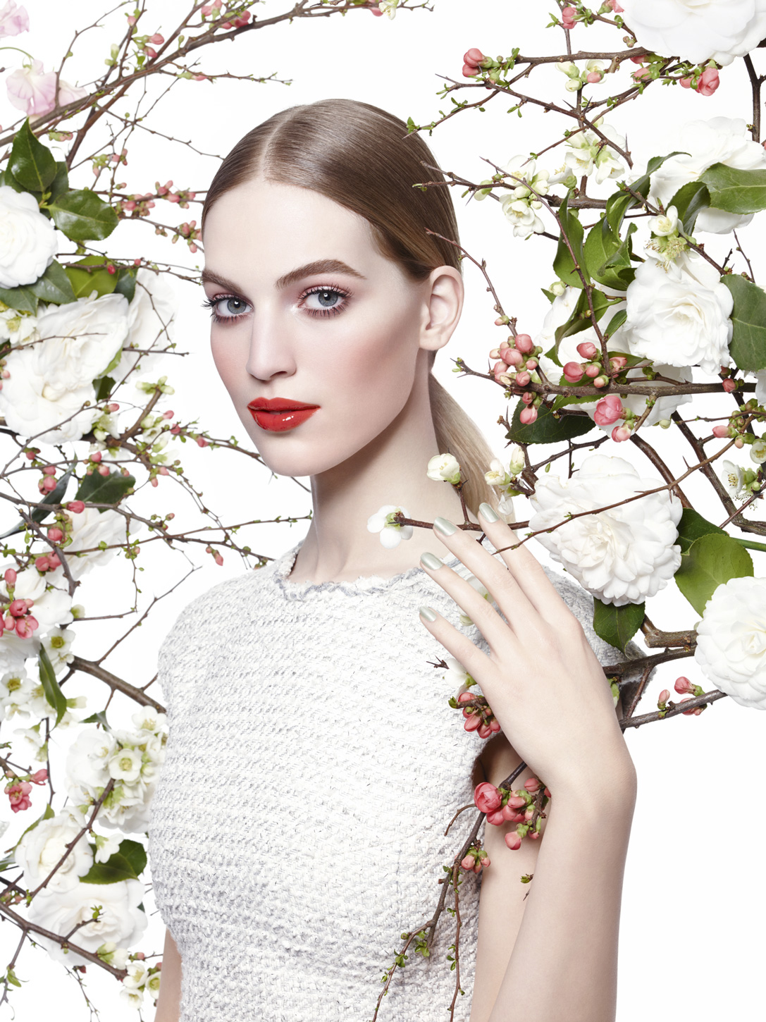 Nieuwe-lente-2015-make-up-collectie-van-Chanel-thenewgirlintown