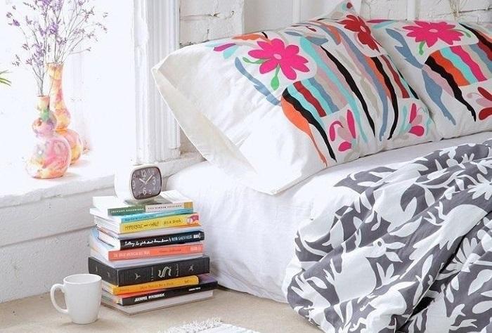 books nightstand2